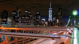 Illuminated Skyscrapers Brooklyn Bridge One World Trade Center Modern Night Footage Travel Tourism Manhattan City USA New York Skyline 4K