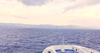 Ship Nose Sailing Through Sea Toward Land Opportunity Salvation Reaching Destination Concept Ocean Water Dusk Beauty Scenery Sea Waves Calm Transportation Commerce Concept Uhd 4K