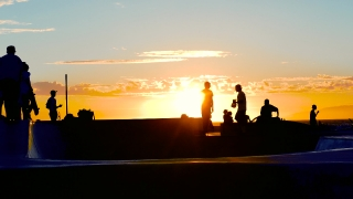 Silhouette People Skateboarding Extreme Skatepark Footage Sunset Enjoyment Sunlight Sport Skateboard Youth Culture Los Angeles Recreation Vacation Orange Skill Sky